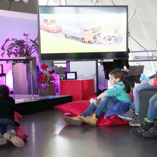 Papa-Vorlesewettbewerb beim Familiensonntag in der BMW-Welt